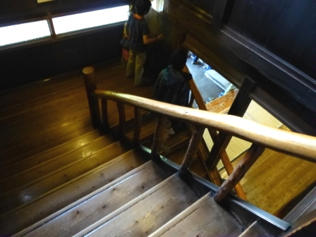 hut_stair.JPG